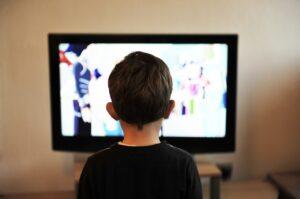 barn ser tv