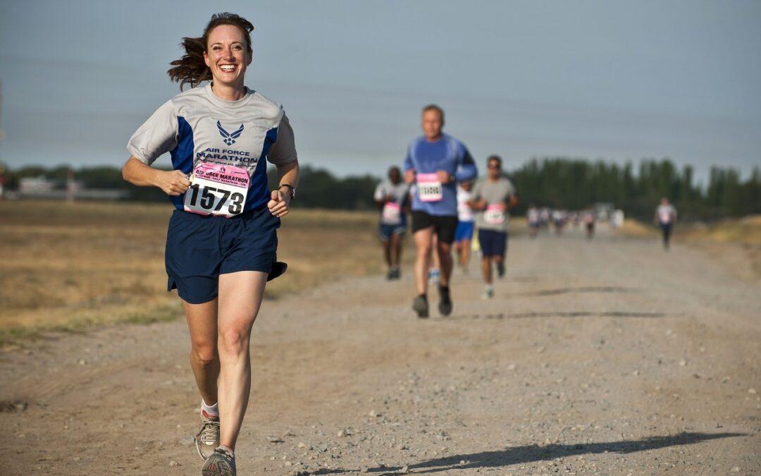 folk, der løber