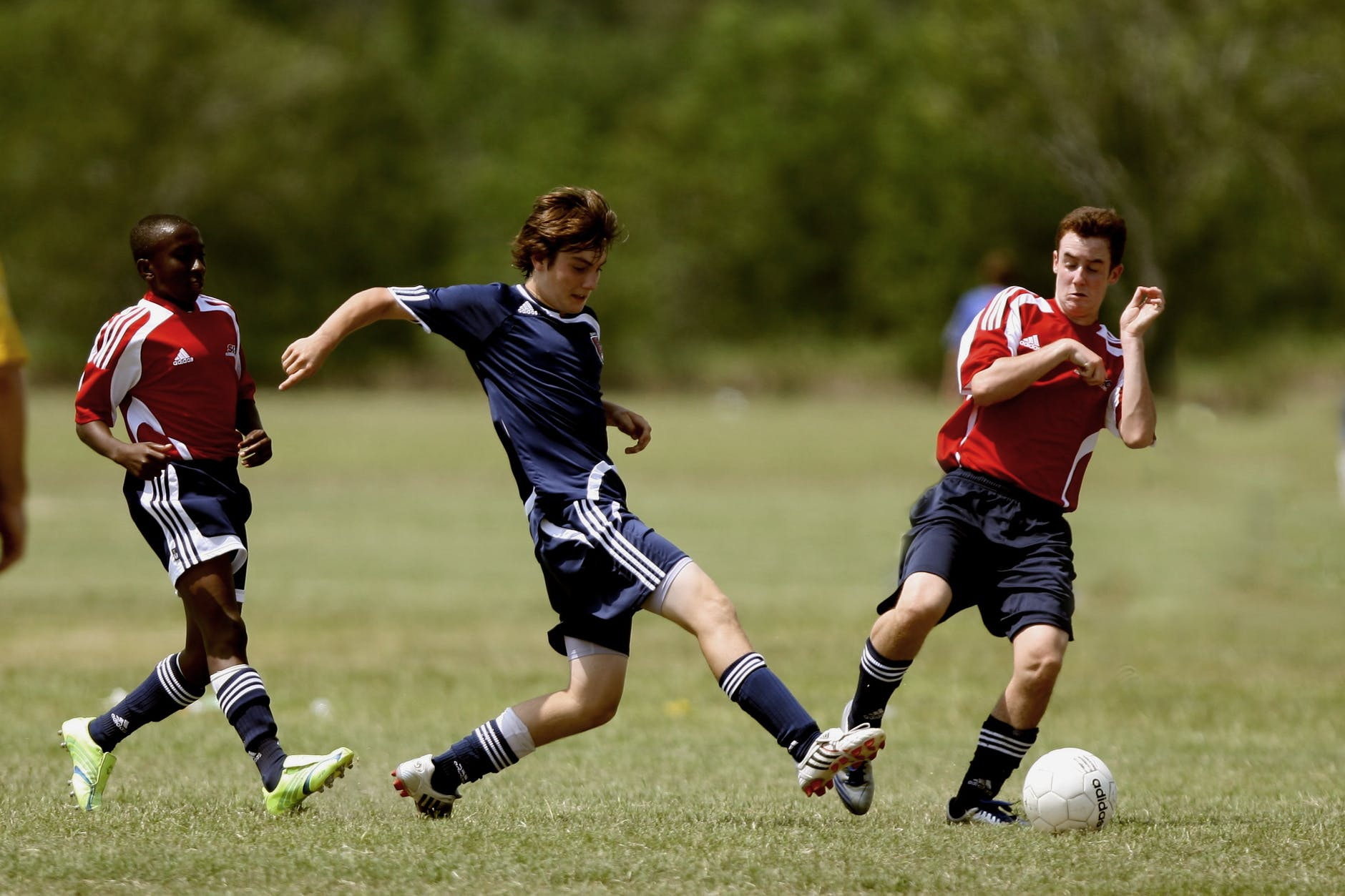 fodboldspillere i aktion