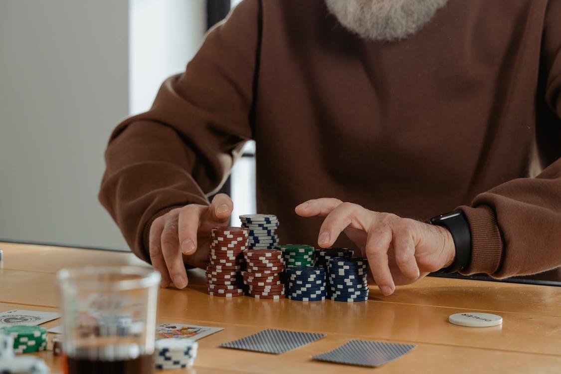 Dame spiller poker
